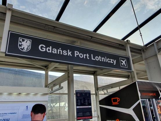 Pozostawiony plecak na przystanku PKM przy lotnisku