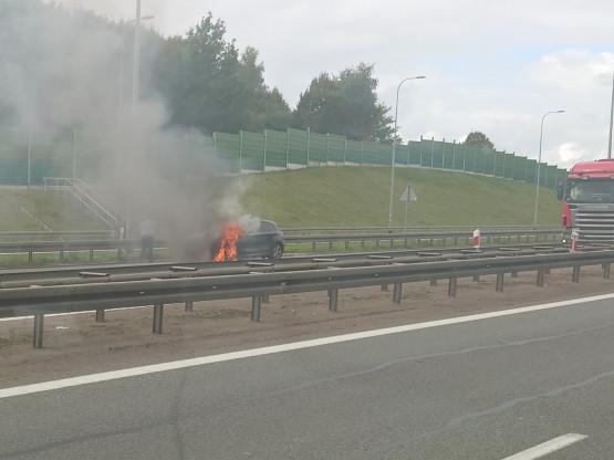 Płonie BMW na obwodnicy