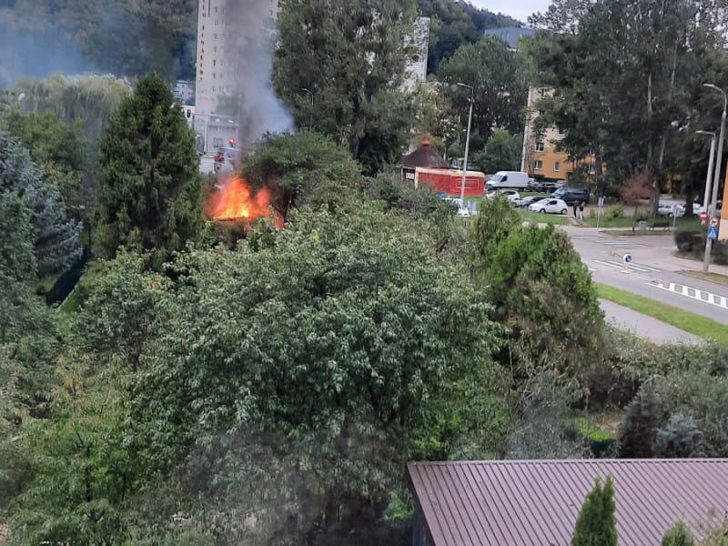 Pożar altanki na opuszczonych ogródkach