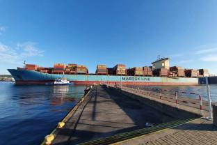 Maersk o długości 347m wpłynął
