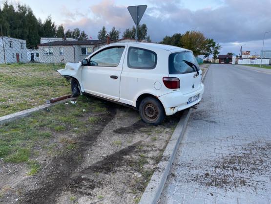 Porzucone auto pod sklepem w Chwaszczynie