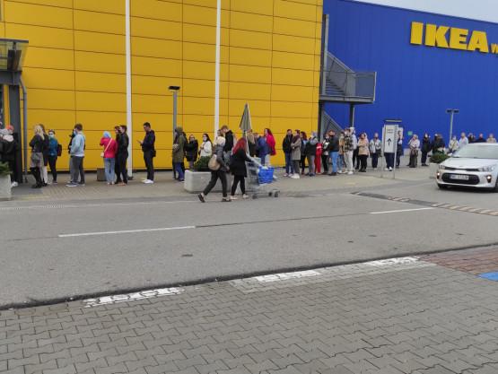 Duża kolejka do Ikei na Matarni