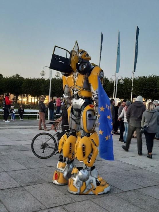 Transformers z flagą  Unii Europejskiej w Sopocie