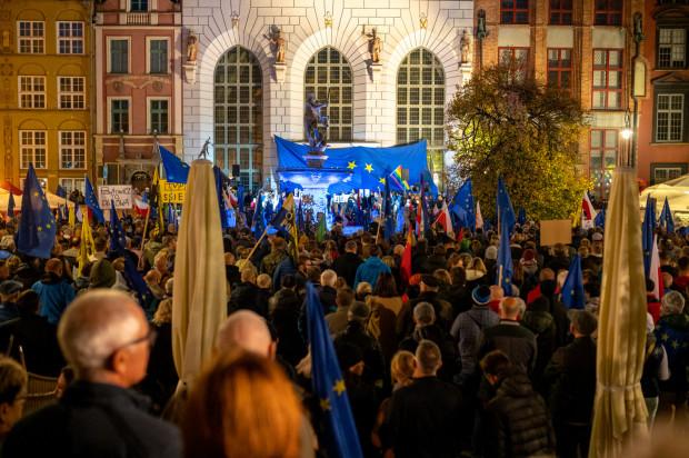 """Manifestacja """"My zostajemy w UE"""" na Długim Targu"""