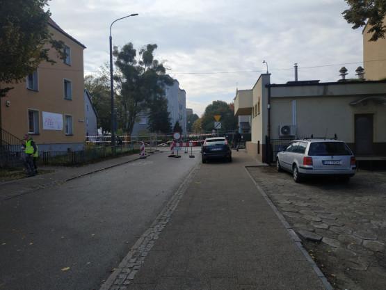 Zamknięty przejazd z ulicy Lilli Wenedy