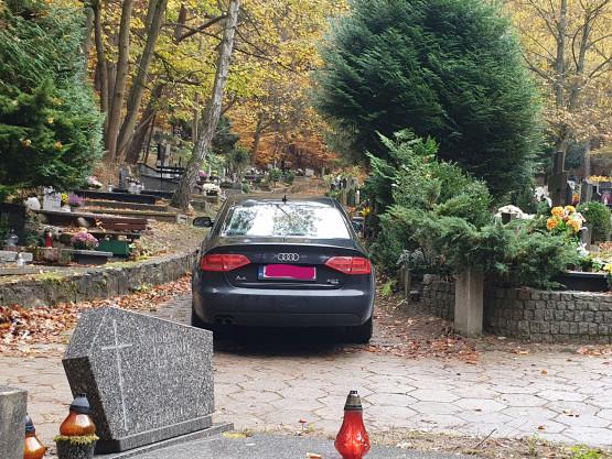 Parkowanie na cmentarzu Srebrzysko
