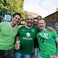 kibice irlandcy w drodze na koncert