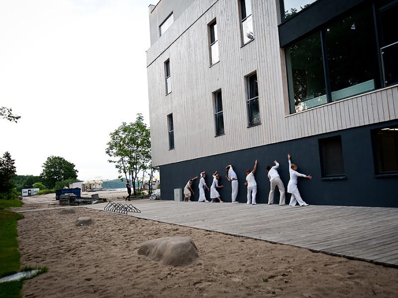 Teatr na peronie. Gdynia Główna otwarta na sztukę