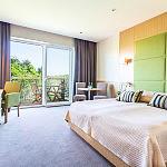 Pokój Standard z łóżkiem małżeńskim z balkonem, z widokiem na ogród