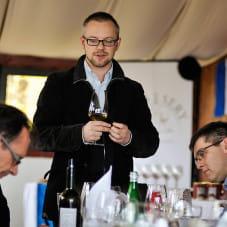 Wojciech Bońkowski opowiadający o winach naturalnych