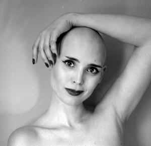 """Anna Iwasiuta-Dudek """"Bóg jest kobietą o jednej piersi (fot. Anna Maria Biniecka)"""