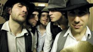 """Muzyka grana przez francuski zespół Pad Brapad określana jest """"miejską cyganerią""""."""