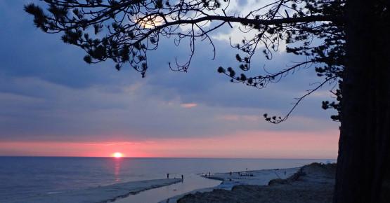 Wschód słońca z kajaka, na nadbałtyckiej plaży? To marzenie możesz zrealizować tylko z nami. Dołącz do naszych aktywności, poznawaj ciekawych ludzi !