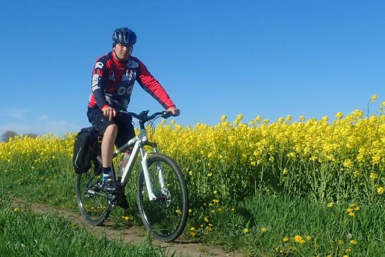 60-65 km pętla, to bułka z masłem nawet dla początkującego rowerzysty. Piękny krajobraz, ciekawe zabytki architektury, przerwa na wypoczynek, kąpiel w morzu i dobra rybka, tak w skrócie wygląda plan naszej wycieczki rowerowej przez Żuławy Gdańskie. Dołączysz?