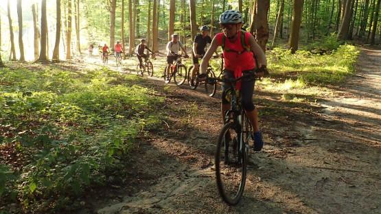 Wybierz się razem z nami na rowery, wędrówki, kajaki, aktywny wypoczynek. Poznaj ciekawych, pozytywnie zakręconych ludzi i spędzaj wspólnie z nami czas w środku tygodnia po pracy, bądź w weekendy