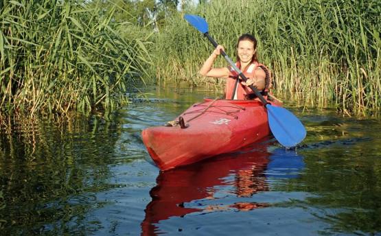 6,5 km odcinek rzeki to idealny temat na dobry początek przygody w kajaku zarówno dla dorosłych jak i rodzin z dziećmi. Płynąć można kajakiem jednoosobowym lub dwuosobowym w parze, wybór należy do Ciebie.
