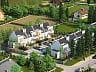 W kolejnym etapie budowy osiedla powstaną dwa szeregi budynków. Można kupić cały segment bądź mieszkanie - na parterze lub piętrze (z poddaszem).
