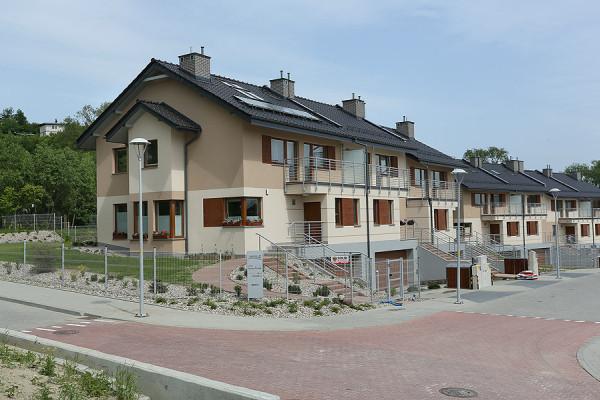 Domy zostały oddane do użytku pod koniec 2012 roku.