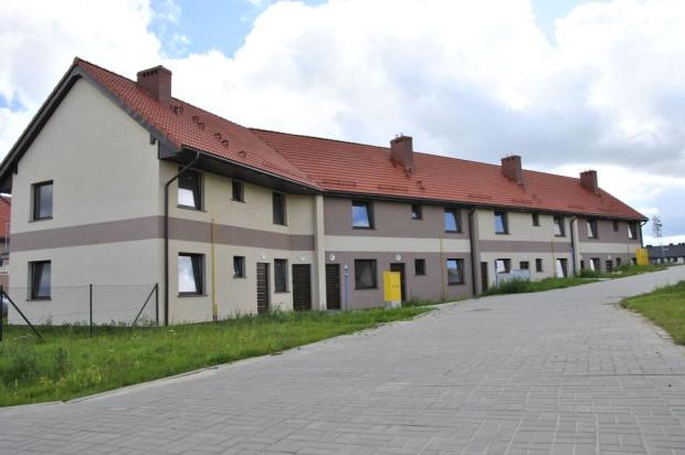 Mieszkańcy parterów mogą korzystać z ogródków, a wyższej kondygnacji mają do dyspozycji balkon i antresole.