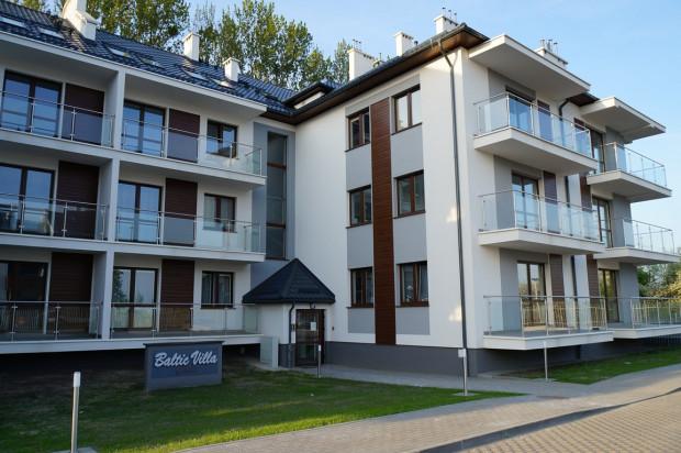 Inwestycja powstała w zielonym otoczeniu, wśród kameralnej, jednorodzinnej zabudowy.