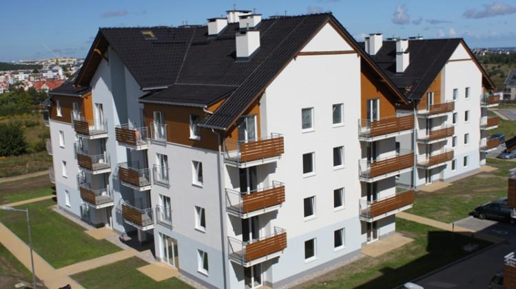 Deskowania na elewacji i balkonach inwestycji sprawiają, że architektura osiedla jest niezwykle przyjazna.