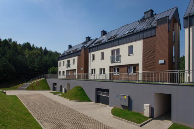 Pierwsze budynki osiedla Łanowa zostały oddane do użytku w III kwartale 2013 roku.