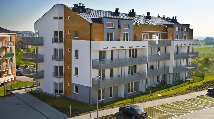 Narożne okna, spokojna kolorystyka elewacji i ciekawe bryły budynków stanowią o charakterze Osiedla Chabrowego.