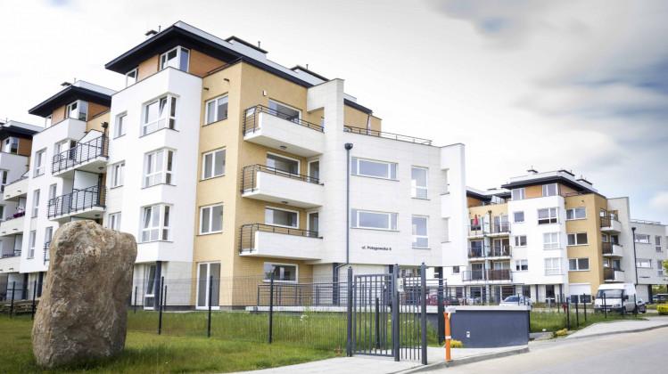 Pierwszy etap. Zrealizowane budynki. Osiedle jest ogrodzone.