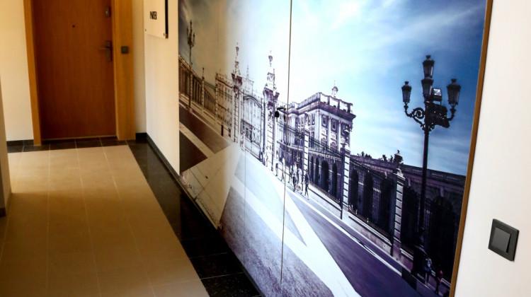 Klatka schodowa w budynku Madryt.