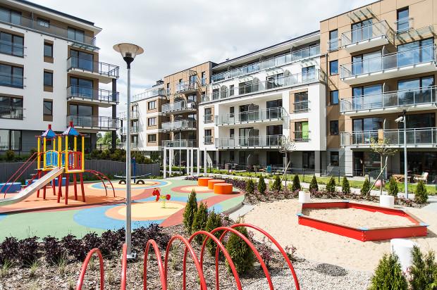 W drugim etapie osiedla, oddanym do użytkowania w 2014 roku, powstały trzy budynki oraz plac zabaw dla dzieci.