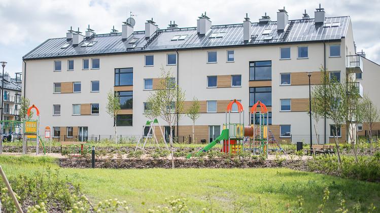 Budynki II etapu mieszkaniowej części osiedla oddane do użytkowania w 2014 roku - wraz z placem zabaw dla dzieci i boiskiem.