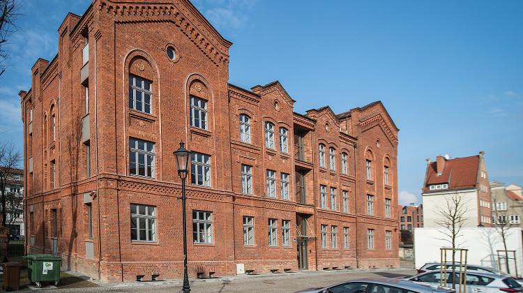 Budynek uzyskał pozwolenie na użytkowanie w 2015 roku.