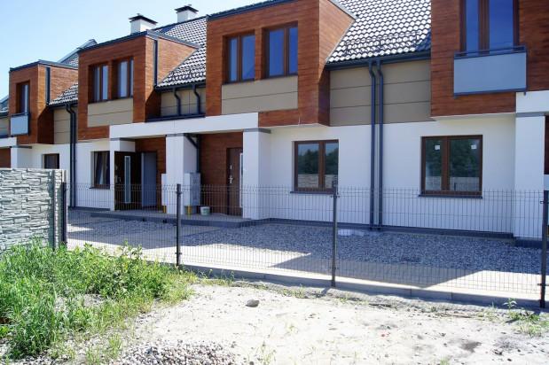Pierwsze dwa szeregi z mieszkaniami zostały oddane do użytkowania w połowie 2016 roku.