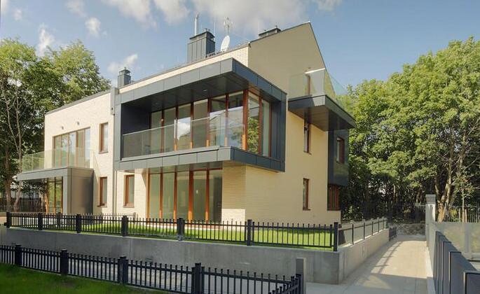 Nowoczesna architektura podkreśla apartamentowy charakter inwestycji.