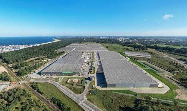 Położenie Pomorskiego Centrum Logistycznego czyni je doskonałym punktem logistycznym dla firm, które korzystają z transportu morskiego.