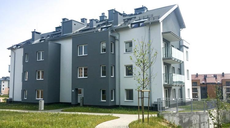Budynki mają także mieszkalne poddasza.
