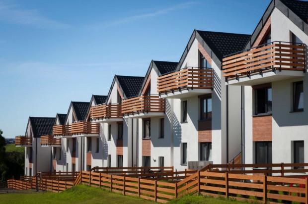W każdym budynku osiedla znajdują się cztery niezależne lokale.