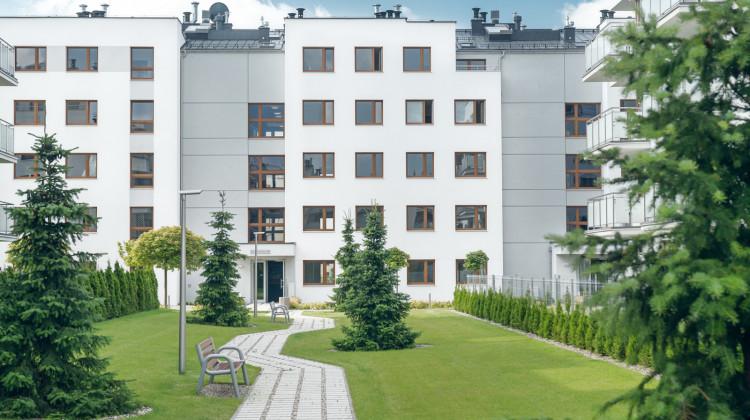 Pięciokondygnacyjne budynki mają elegancką, czytelną architekturę.