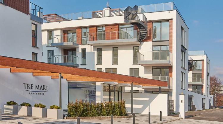 Kręcone schody prowadzą z apartamentów wprost na prywatne tarasy dachowe.