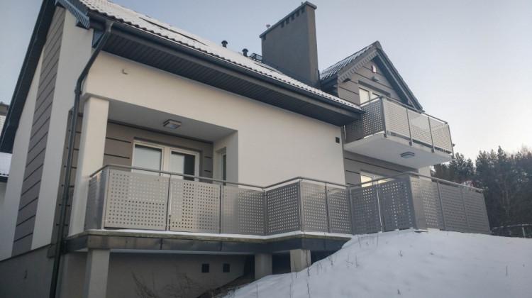 W budynku, który wygląda jak jednorodzinny powstały cztery mieszkania.
