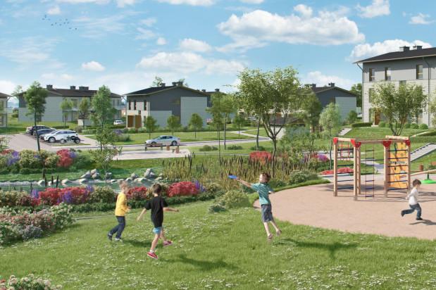 Ważnym atutem powstającego osiedla jest zagospodarowane oczko wodne wokół którego skupiona będzie zabudowa.