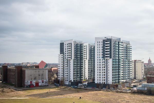 Pierwsze cztery budynki kompleksu widziane z dachu budynku ECS.