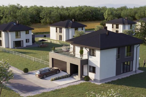 Pastelowe Osiedle: domy z dwustanowiskowymi garażami i dużymi ogrodami.