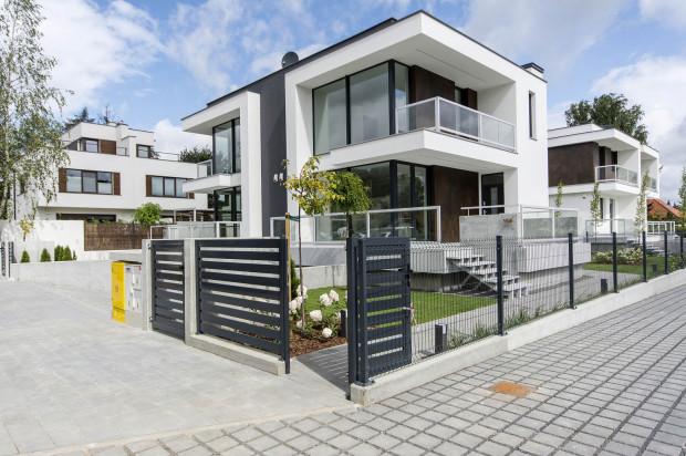 Nowoczesna architektura z dużymi przeszkleniami to wyróżnik nowej inwestycji na Osowej.