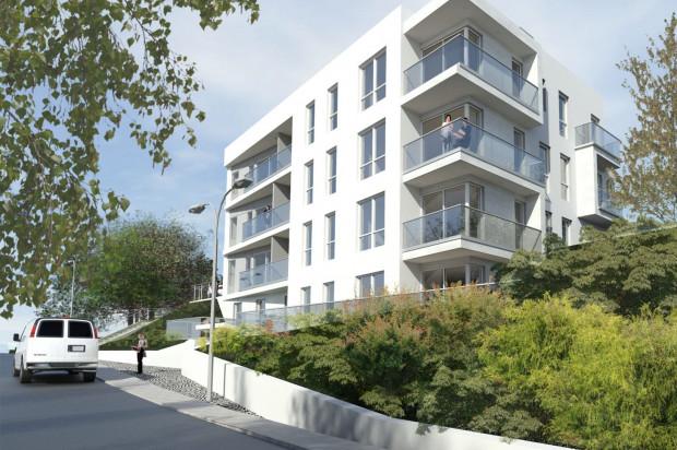 Biała elewacja i duże przeszklenia są nawiązaniem do charakterystycznej gdyńskiej architektury.