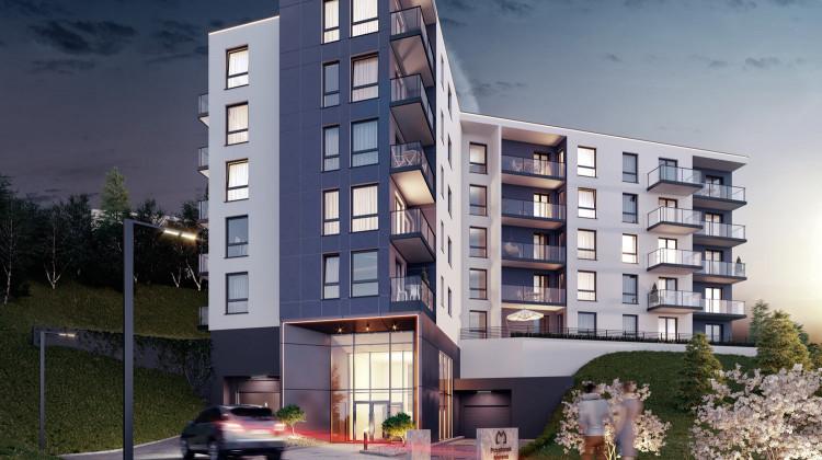 Architekturę budynku determinuje wkomponowanie go w zieloną skarpę.