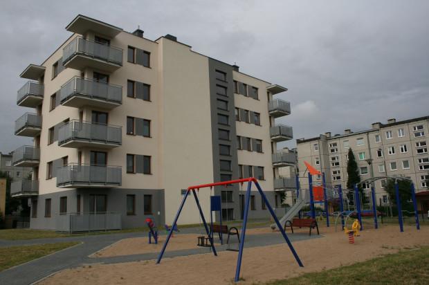 Obok budynku powstał plac zabaw dla dzieci.