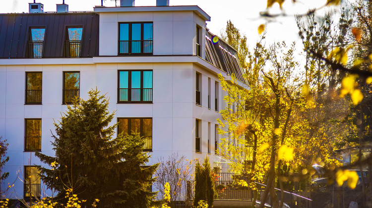Budynek wykończony jest materiałami wysokiej jakości, swoją architekturą nawiązuje do typowo sopockiej zabudowy.
