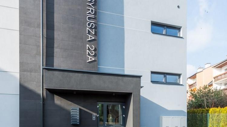 W kameralnym budynku o nowoczesnej architekturze znajduje się zaledwie sześć mieszkań.