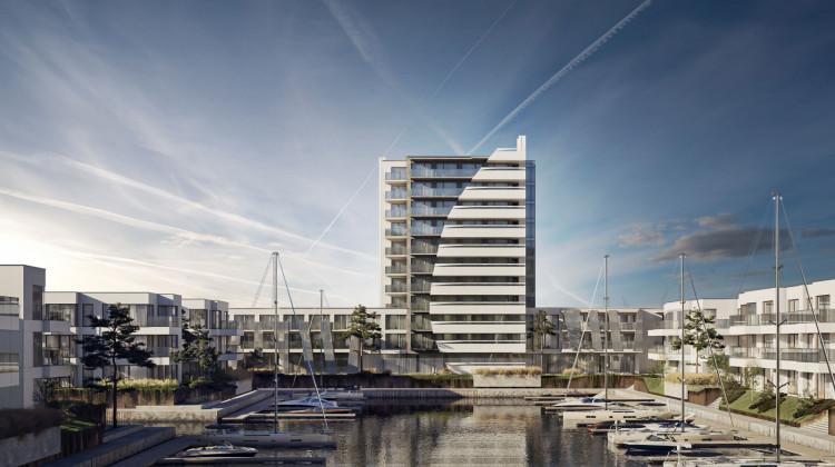 W pierwszym etapie inwestycji powstaje marina, budynek kapitanatu, niższe budynki mieszkalne oraz 11-kondygnacyjny budynek ze 130 pokojami w systemie condo.